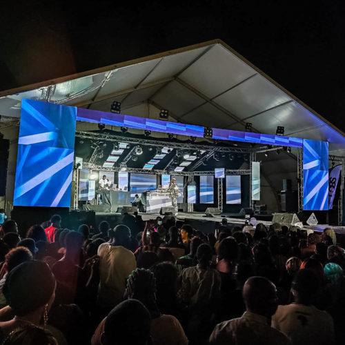 Scénographie écran géant led concert Tayc